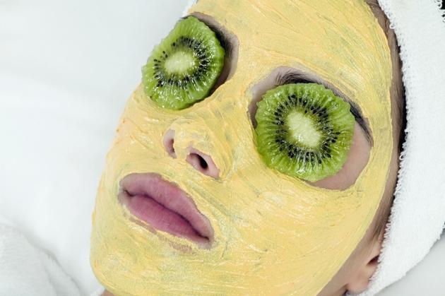 Không chú ý đến vùng mắt khi đắp mặt nạ cũng là sai lầm phổ biến