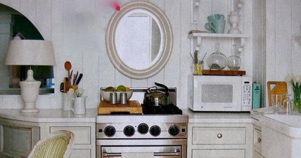 Không đặt gương trong nhà bếp
