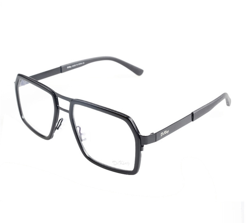 Không đeo kính thường xuyên