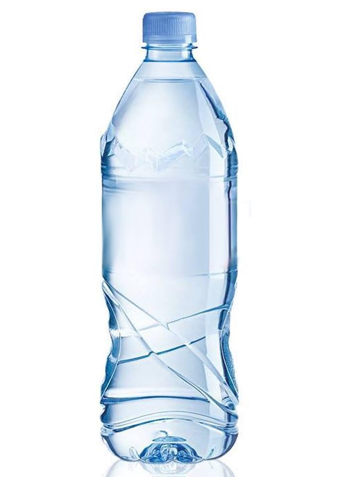 Không dùng bình nhựa trong tủ lạnh