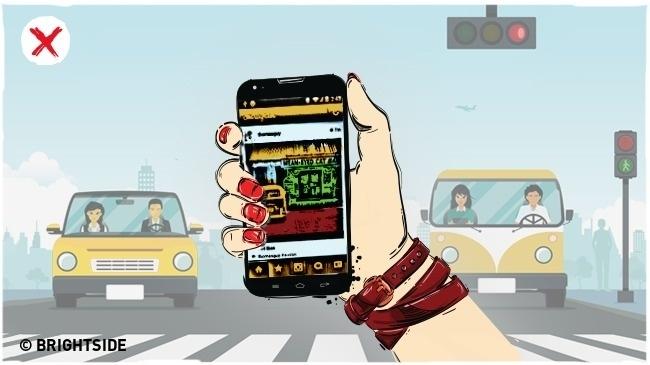 Không dùng điện thoại di động khi đang đi bộ