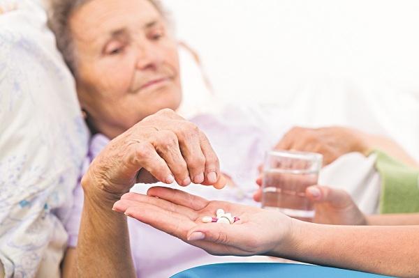 Người cao huyết áp cần sử dụng đủ thuốc theo chỉ định của bác sĩ