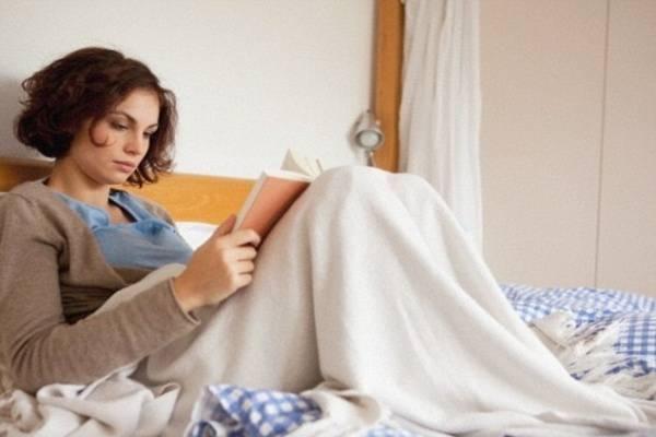 Đừng đem đồ vật gì lên giường trước khi ngủ