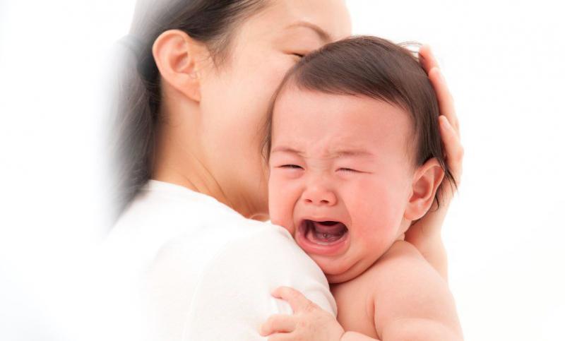 """Hãy để bé """"tự ngẫm"""" trong 5 phút, sau đó mới nựng nịu bé"""