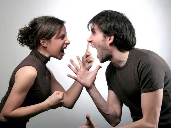 Không nên đánh nhau trước mặt con
