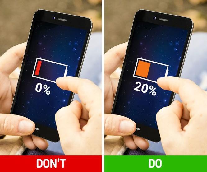 Không nên để điện thoại cạn kiệt pin
