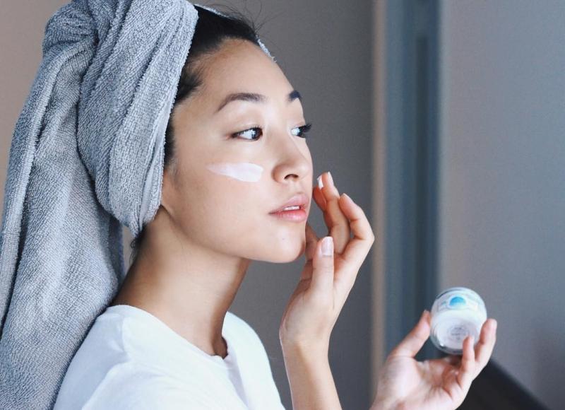 Thay đổi sản phẩm chăm sóc da một cách hợp lý và phù hợp với tình trạng da là điều rất nên làm.