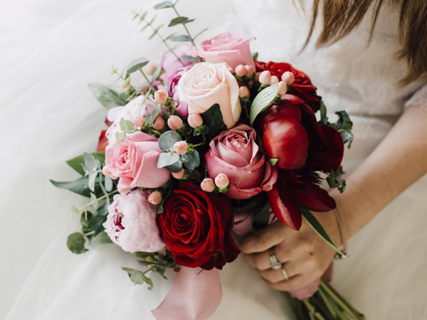 Sáng tạo các kiểu bó hoa và trang trí khác nhau để thu hút khách