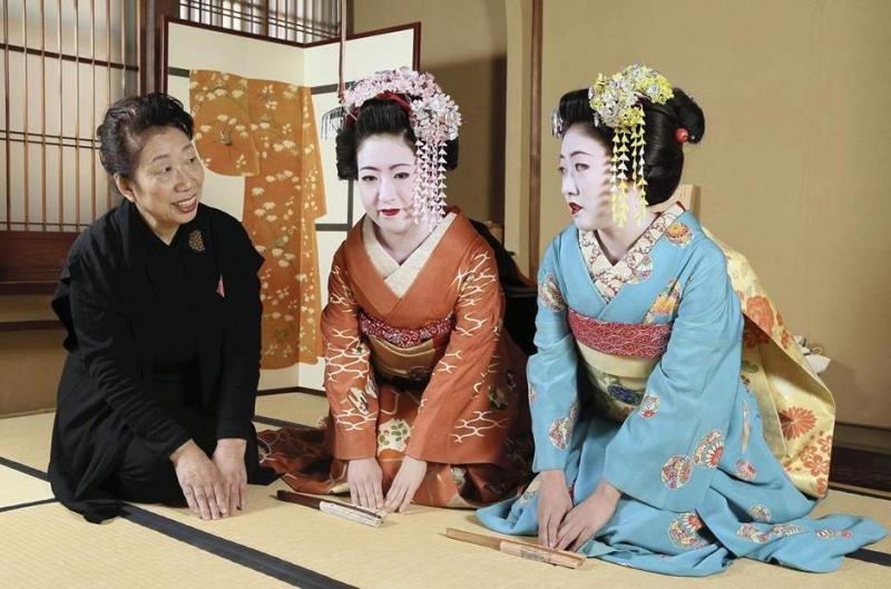 Nhiều Geisha được đào tạo thêm ngoại ngữ đặc biệt là tiếng Anh
