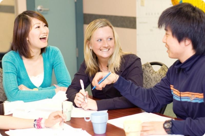 Nụ cười là công cụ giao tiếp hiệu quả nhất mà không phân biệt ngôn ngữ