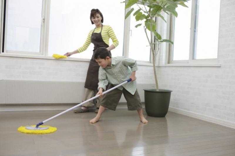 Dân gian cho rằng quét nhà là quét đi những điều tốt đẹp