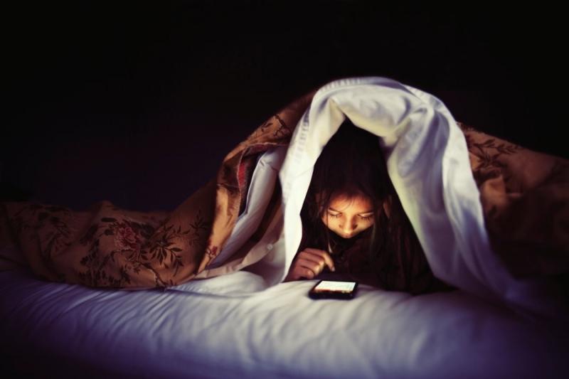 Để smartphone xa giường ngủ là cách để bảo vệ sức khỏe giấc ngủ