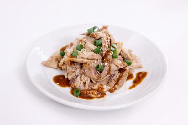 Không sử dụng hạt mè trong món thịt gà