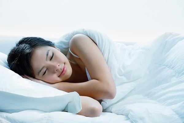 Không thức khuya, khi buồn ngủ bạn hãy đi ngủ