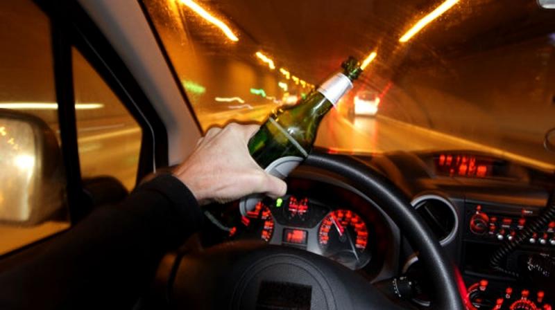 Uống rượu bia khi lái xe là rất nguy hiểm