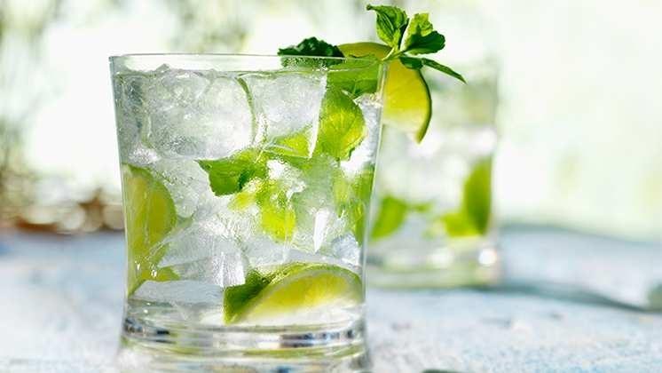 Nước chanh, trà xanh không đường, thảo dược mới là thức uống khôn ngoan của những người đang muốn giảm cân.