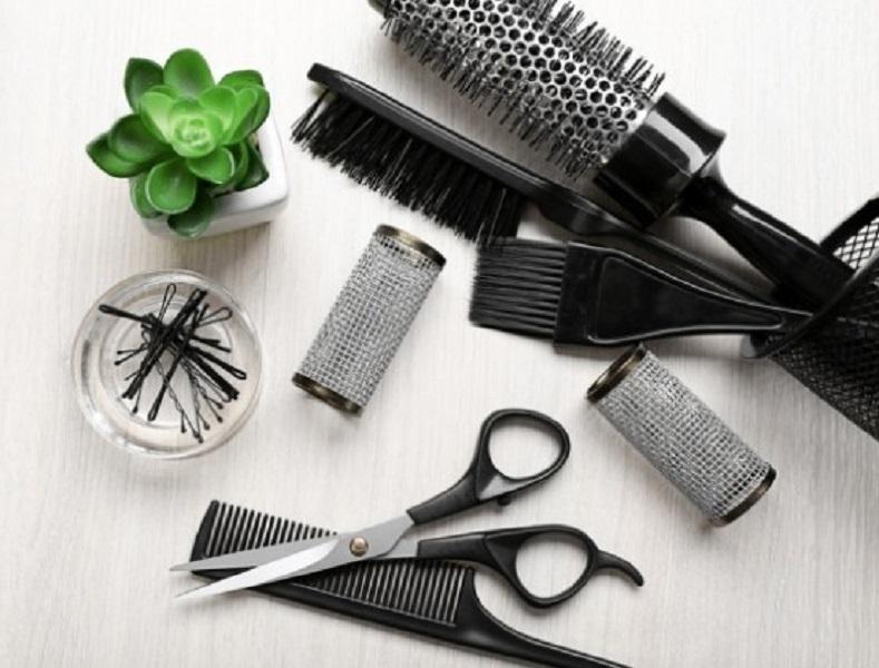 Không vệ sinh lược chải tóc