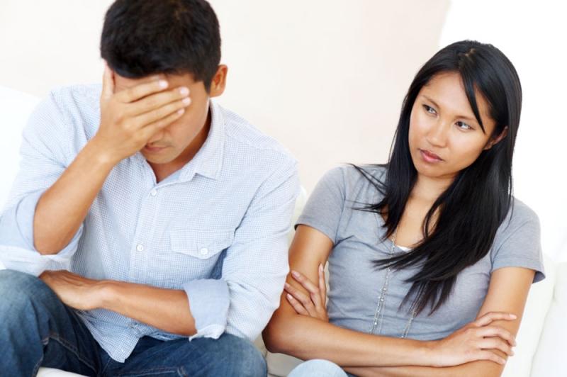 Khi cô ấy gặp vấn đề, bạn có lắng nghe không hay tỏ ra chán nản?