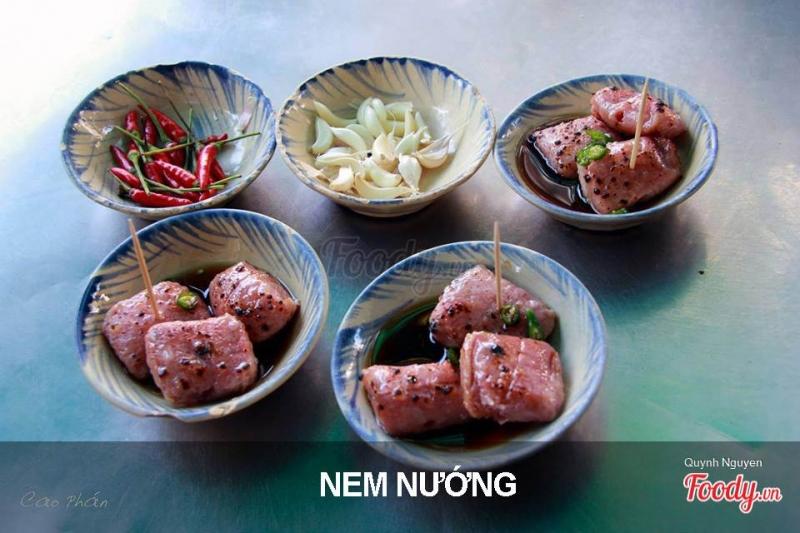 Nem nướng đặc sản đường Ngô Văn Sở