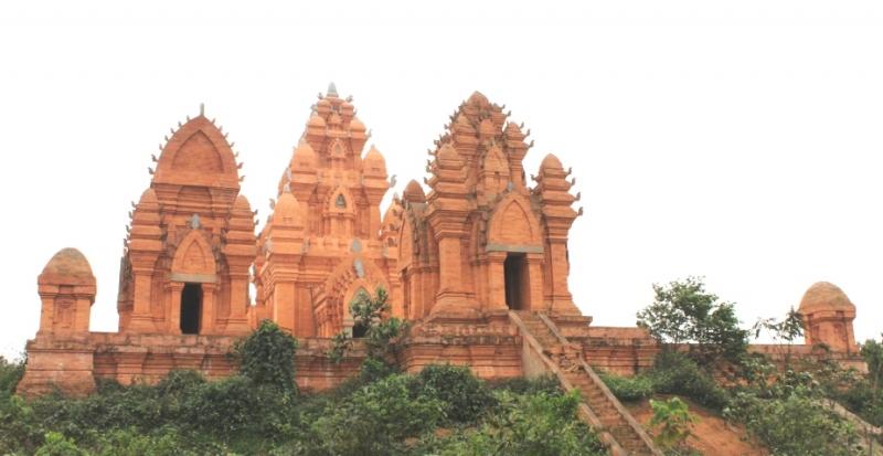 Quần thể Tháp Chăm tại Làng Văn hóa - Du lịch các dân tộc Việt Nam