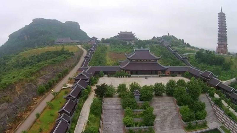 Hai dãy hành lang chùa Bái Đính khi nhìn toàn cảnh
