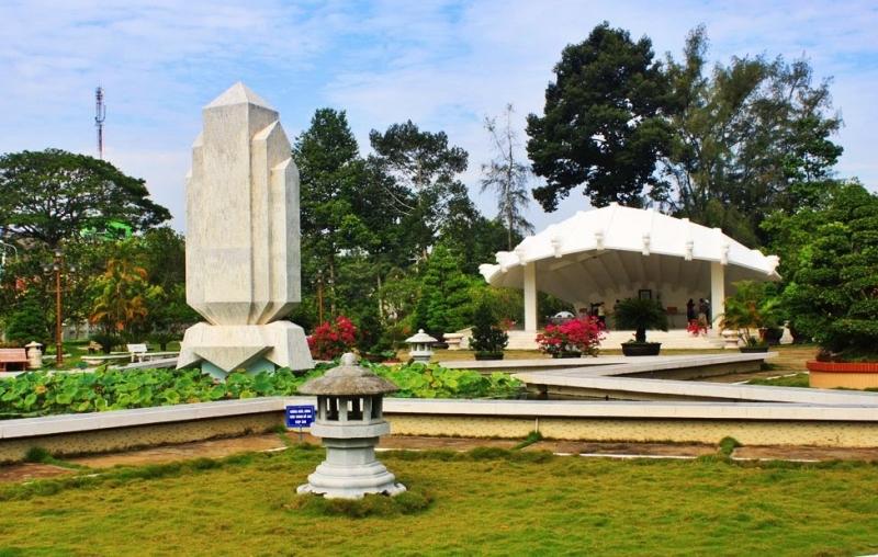 Lăng cụ Phó bảng Nguyễn Sinh Sắc thân sinh chủ tịch Hồ Chí Minh