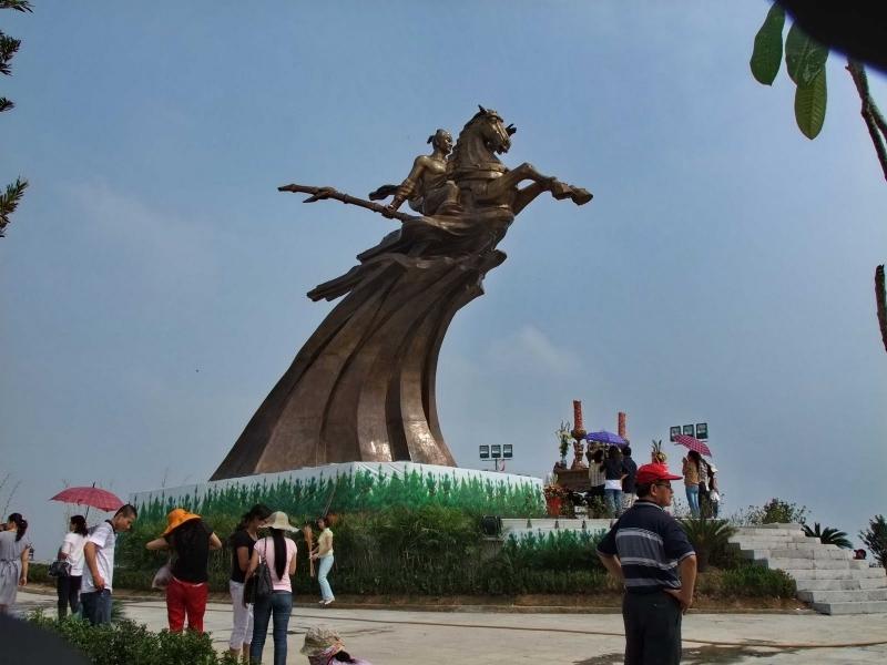 Tượng đài Thánh Gióng - Phù Đổng Thiên Vương