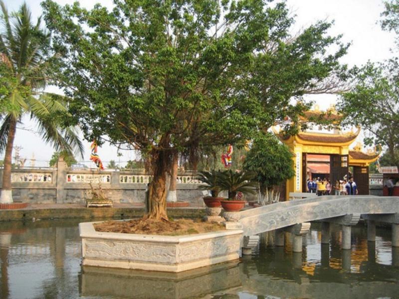 Quang cảnh bên trong khu di tích Trạng Trình