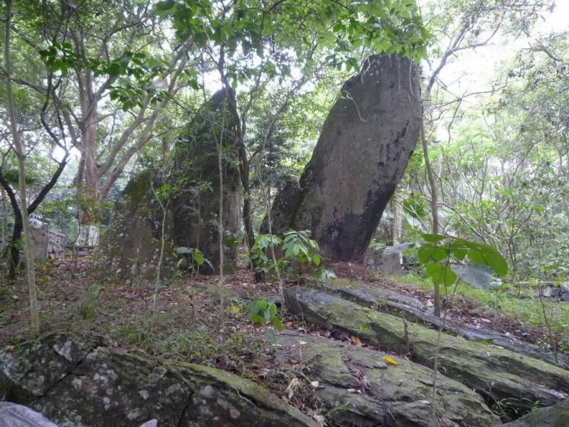 Những phiến đá tự nhiên tại khu di tích K9
