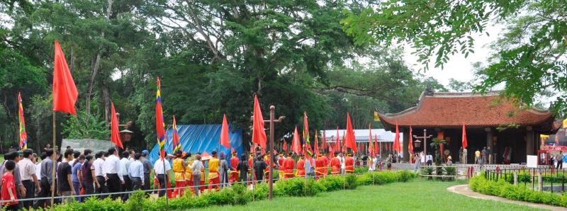 Lễ hội Lam Kinh thu hút du khách gần xa