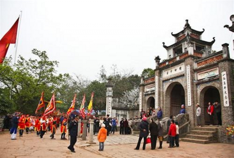 Cổng đền Cổ Loa