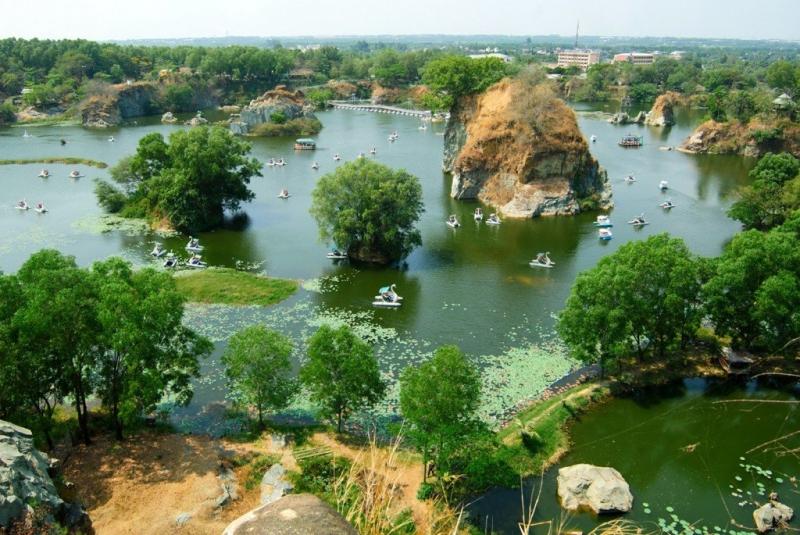 Hồ Long Ẩn -