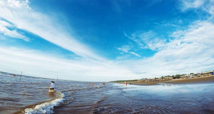Bãi biển Cồn Vành bình yên, dịu mát