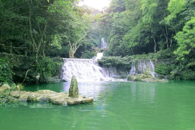 Thác nước Khoang Xanh tại khu du lịch sinh thái Khoang Xanh - Suối Tiên