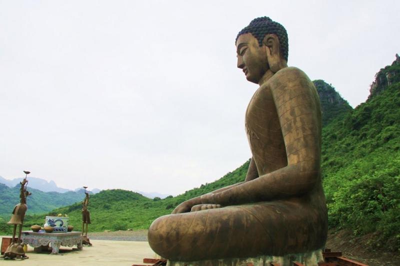 Bức tượng Phật khổng lồ tại khu du lịch Tam Chúc - Hà Nam