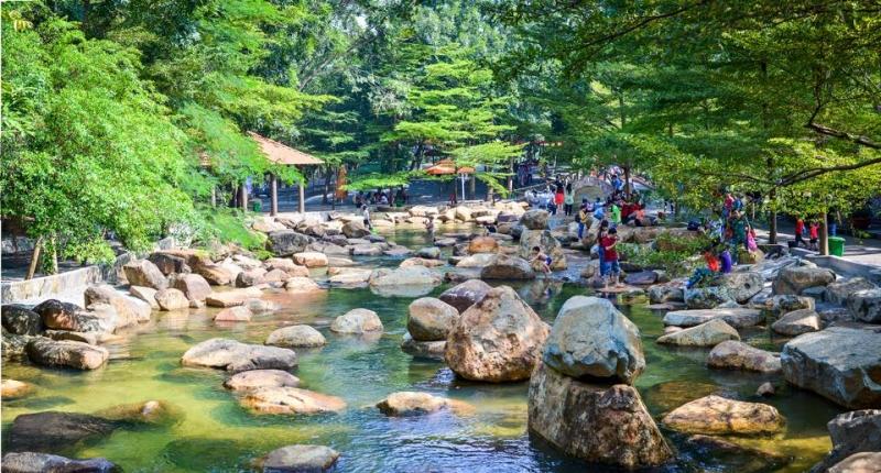 Khu du lịch sinh thái Thủy Châu thu hút  bởi sự trẻ trung, năng động và còn hấp dẫn những hoạt động dã ngoại