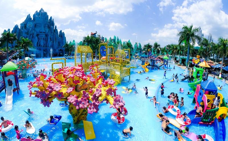 Khu vui chơi dưới nước rộng lớn là nơi không thể bỏ qua khi tới đây