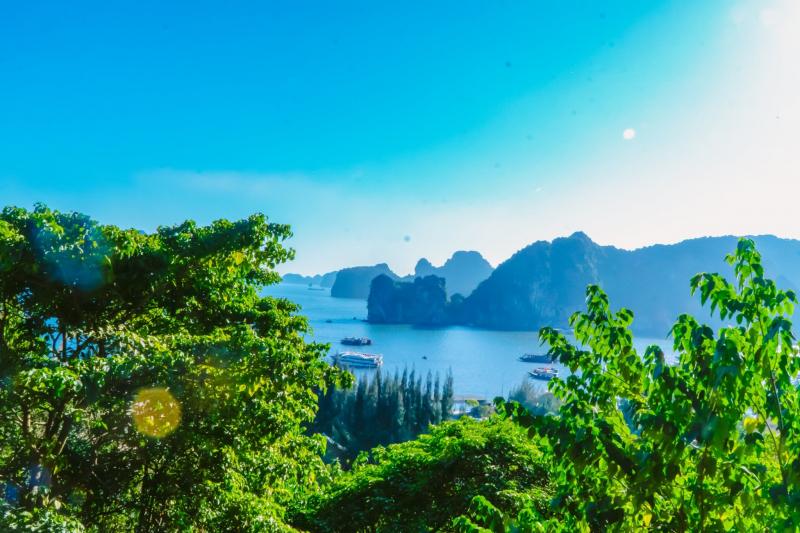 Từ Vũng Đục nhìn ra vịnh Bái Tử Long