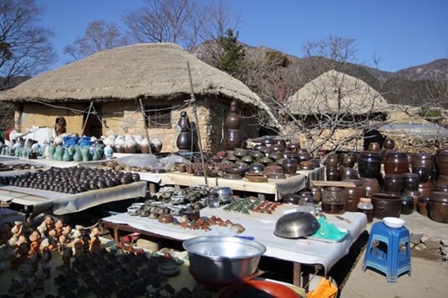 Sản phẩm gốm rất đặc trưng của khu làng cổ Hàn Quốc