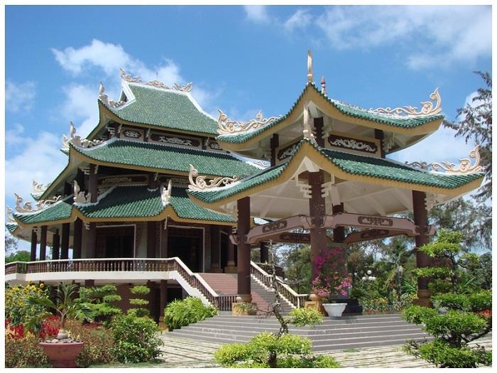 Khu đền thờ được xây lại khang trang