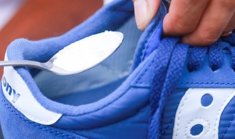 Khử mùi hôi của giày