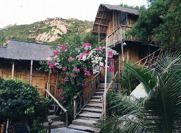 Khu nhà gỗ ở bãi Nồm
