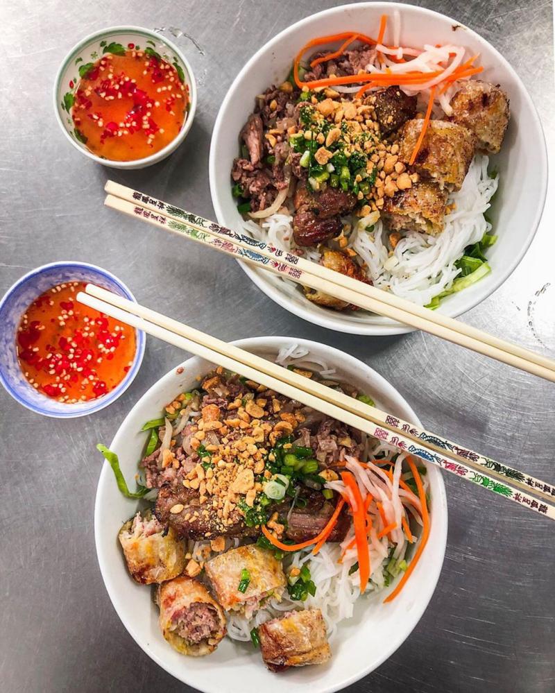 Khu phố ẩm thực Cô Giang