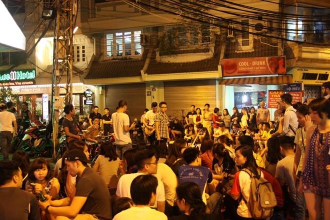Khu phố cổ Hà Nội - địa điểm vui chơi 30/4 tại Hà Nội tuyệt vời nhất