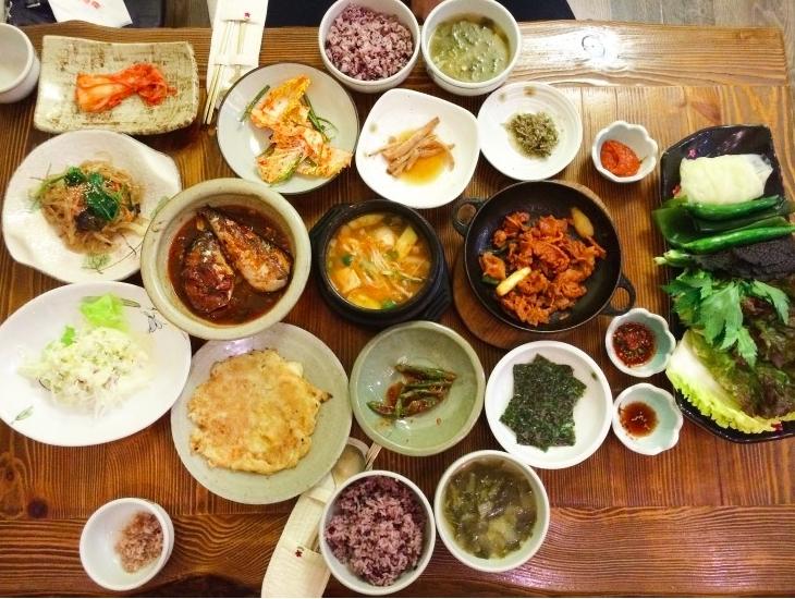 Rất nhiều cửa hàng đồ ăn ngon đang chờ đón bạn ở trung tâm Seomyeon