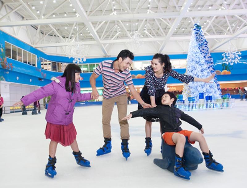 Sân trượt băng trong khu vui chơi Royal City