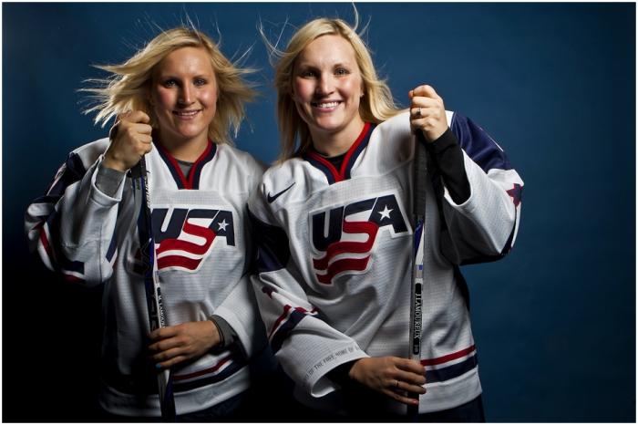 Hai chị em sinh đôi của đội tuyển khúc côn cầu Mỹ