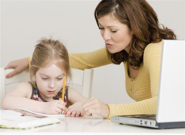 Trẻ cần bắt đầu từ các bài tập dễ cho đến khó dần.