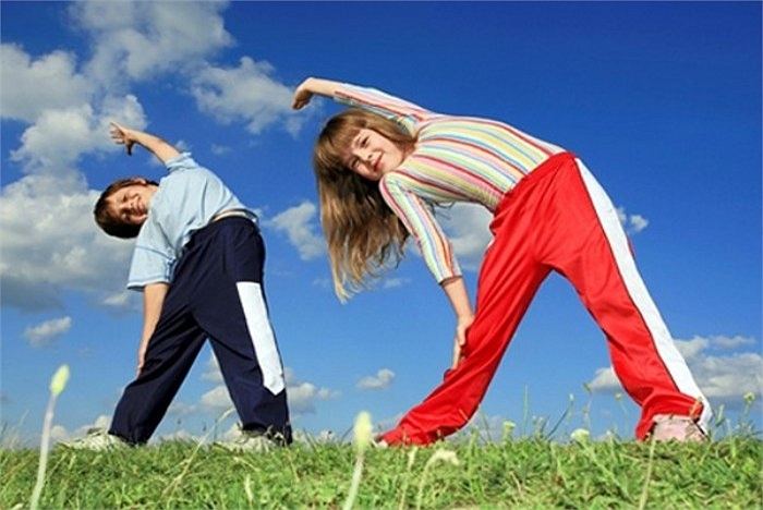 Khuyến khích trẻ vận động