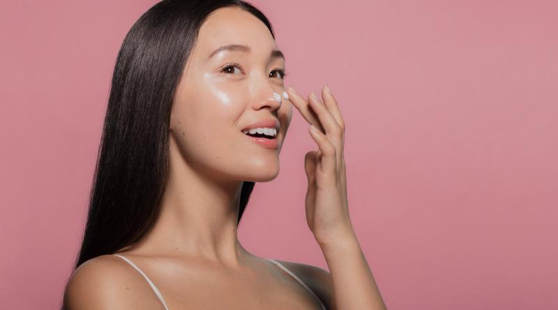 Xông hơi mặt sẽ giúp kích thích dưỡng ẩm tự nhiên